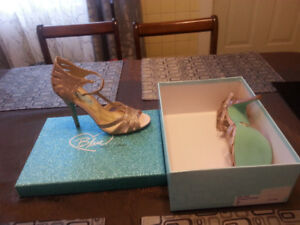 Size 7 Gold Sparkle Open Toe High Heel Shoes