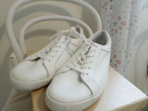 NEW WHITE LEATHER TENNIS SHOES - MENS