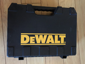 Case for drill or impact DC825KA