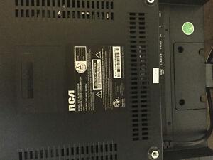 """Selling RCA 32"""" LED HD TV"""