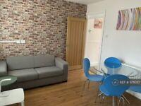 1 bedroom in Market Street, Cheltenham, GL50 (#978057)