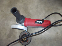 AWESOME NEARLY BRAND NEW 5.5A ANGLE GRINDER!!!!!!!!!