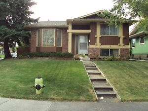 FAMILY HOME IN WHITEHORN WITH DOUBLE GARAGE