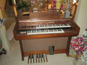 Vintage Yamaha Organ With Bench