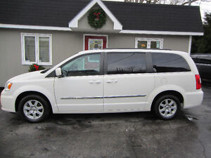 2011 Chrysler Town & Country Nav & DVD System!
