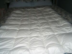 """""""NEW"""" TODDLERS WHITE COMFORTER"""