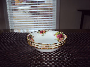 "ROYAL  ALBERT  ""COUNTRY  ROSE"" FRUIT DISHES Edmonton Edmonton Area image 1"