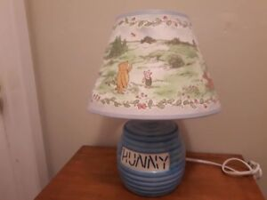 WINNIE THE POOH HONEY LAMP EXCELLENT CONDITION