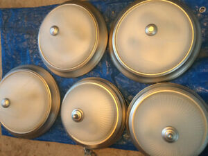 ceiling lights in good condition