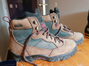 WOMEN'S HIKERS SIZE 7 - ONE SPORT