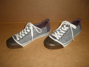 SOREL Gray & Brown Insulated Sneakers Size 7 London Ontario image 2