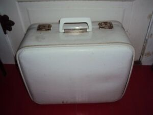 Vintage 1950's suitcase. 17x 14 x 8.5 inches