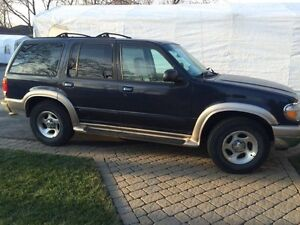 2000 Ford Explorer brown SUV, Crossover