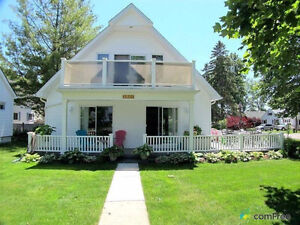 Gorgeous Brights Grove~Steps to Lake Huron~Sleeps 10!