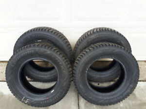 Set of Laufenn Fit Ice Winter Tires - Size: 195/70R14