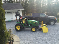 John Deere 2520 4X4 Compact Tractor w/attachments
