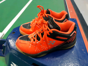 EUC Boys Yonex Indoor Court Shoes - Size 2