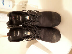 Mens composite work boots.