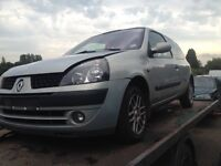 2003 Clio for breaking all parts available from ��10