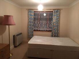 CLEAN DOUBLE ROOM TO RENT IN HAMPTON WICK