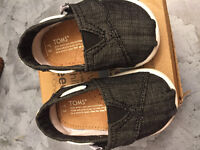 Boys size 3t toms brand new never worn