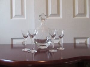 CRYSTAL CARAFE WITH 4 BRANDY  GLASSES