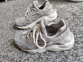 Nike Huarache 7.5