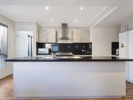 DOUBLE ROOM IN GREAT HOUSE IN BENTLEY $225 ALL INCLUSIVE