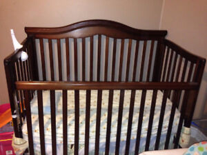 Solid wood crib in Excellent shape - Barely used