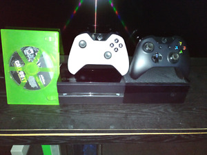 Xbox One with 2 controller and game