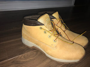 Men's Timberlands size 11 . Excellent condition.