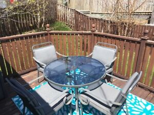 Patio / Deck Furniture Table and Chairs