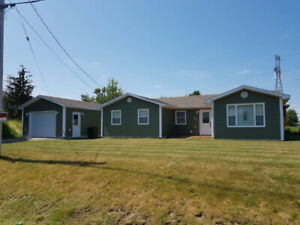 3 Bedroom ground level home with a pool!