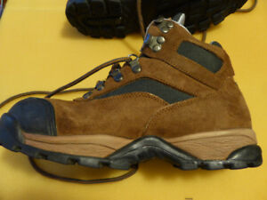4e53175145f Size 7 Hiking Boots | Kijiji in Alberta. - Buy, Sell & Save with ...