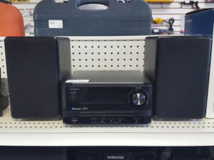 INSIGNIA CD/BLUTOOTH PLAYER WITH SPEAKERS