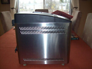 Stainless Steel Breadmaker - Machine a pain Inox West Island Greater Montréal image 2