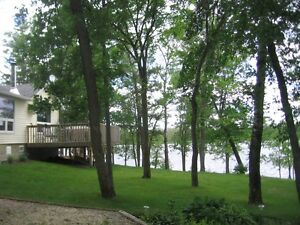 Waterfront Cottage - Lee River, Lac Du Bonnet-some wknds avail
