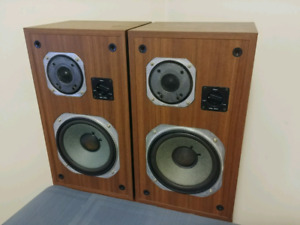 Yamaha NS 625 speakers with custom stands