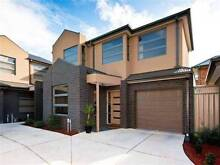 1 luxury Huge Bedroom is available for rent in 3 bedroom Maidstone Maribyrnong Area Preview