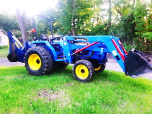 SUB COMPACT TRACTOR / LOADER / BACKHOE. NEW HOLLAND TC30