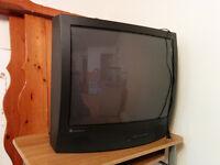 """TV 27"""" Tube Télévision Stereo à donner! *Grattos*"""