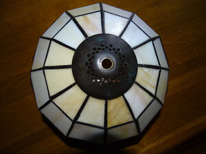 STAINED GLASS LAMPSHADE, No damage London Ontario image 2