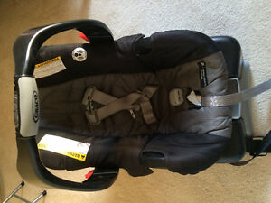 Graco SnugRide Classic Connect 30 infant carseat