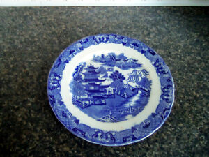 VINTAGE BLUE WILLOW PLATE ENGLAND/ London Ontario image 1