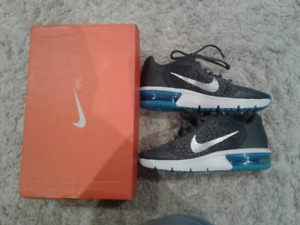 Boys Size 4 - Nike Air Max Sequent 2 GS -  BRAND NEW