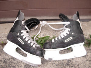 Used Bauer Supreme 1000 Hockey Skates, size 9 in good condition