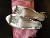 Stunning phase eight Ivory heels