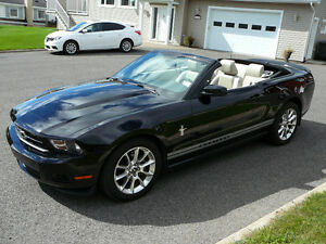 Ford Mustang convertible  -  IMPECCABLE