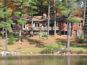 Beautiful Lakefront House 40 minutes from Kanata