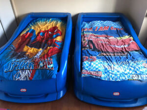 2 TWIN SIZE CAR BED FOR KIDS
